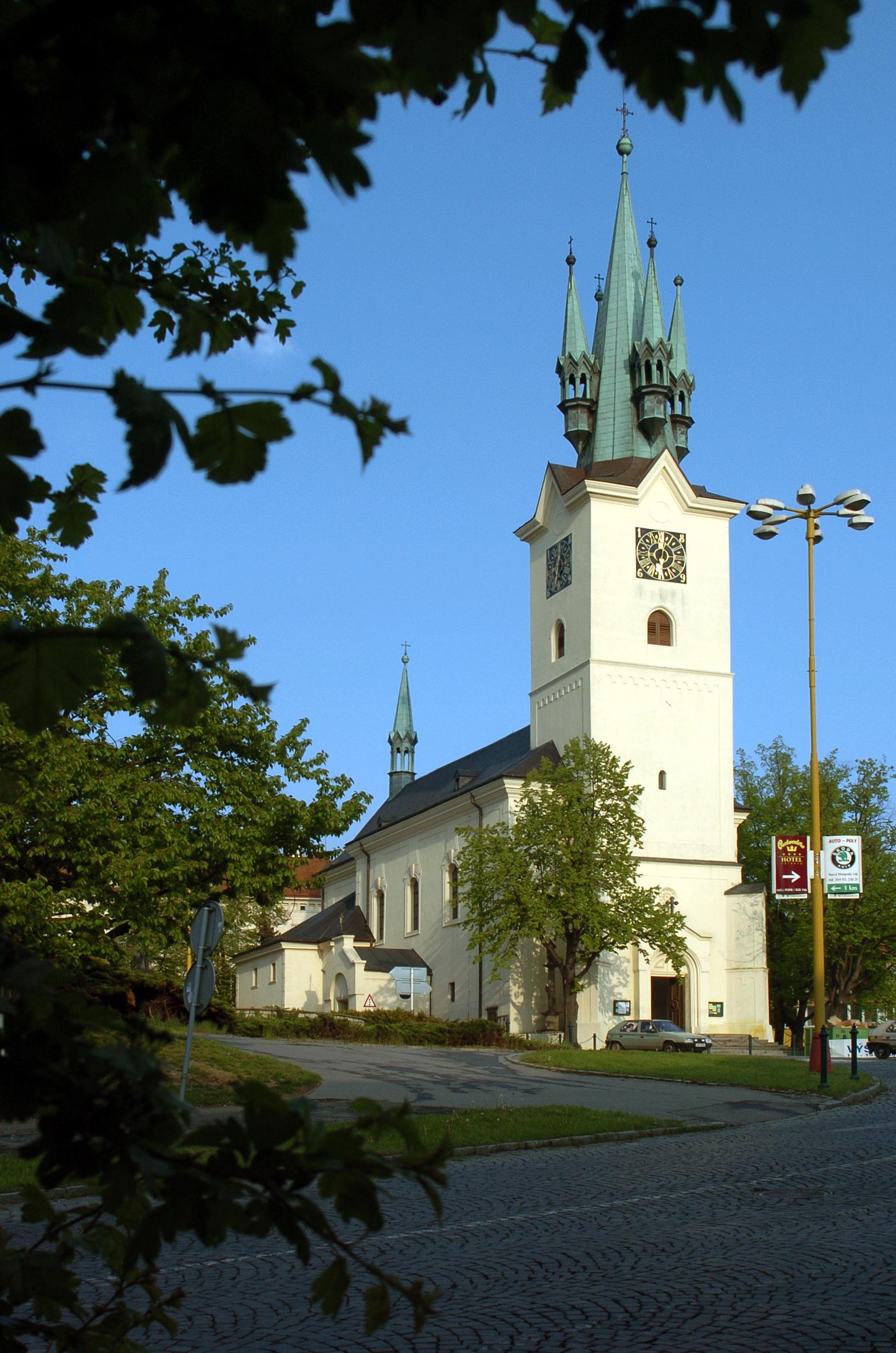 Kostel sv. Jakuba - pohled z Plzeňské ulice