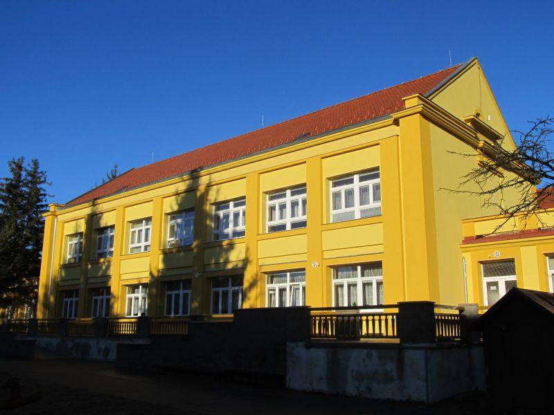 Pohled na zateplenou budovu MŠ