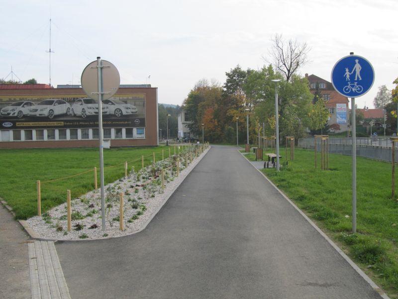 Cyklostezka - pohled na úsek u Q-klubu