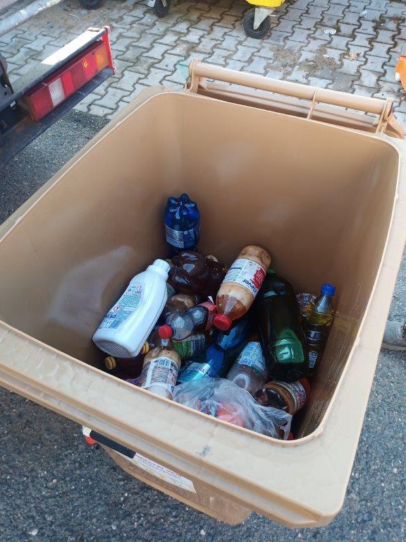 Nádoba na jedlý olej ve Slunné ulici