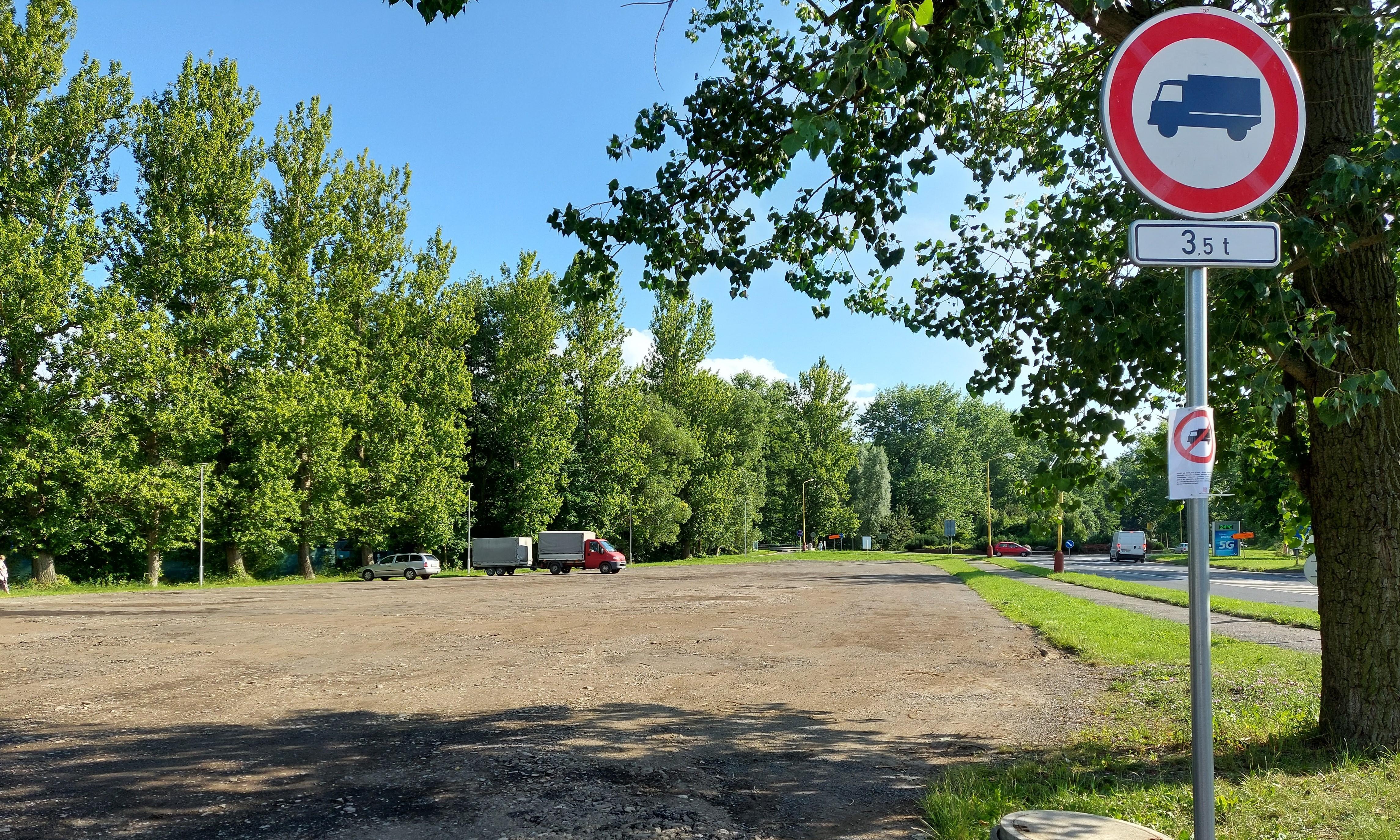 Parkoviště na Flusárně